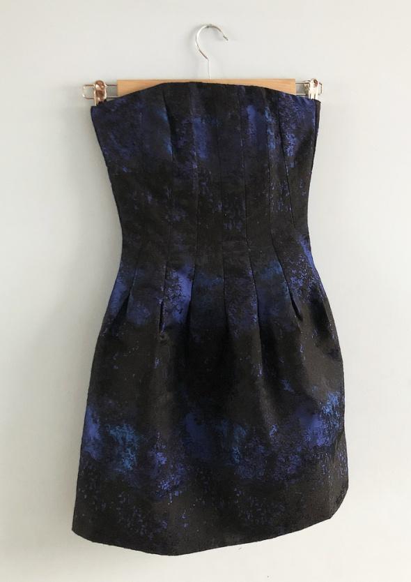 Elegancka sukienka gorsetowa bombka rozkloszowana
