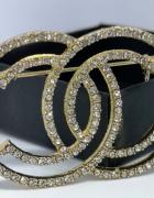 Elegancka delikatna broszka cc cyrkonie styl chanel złota...