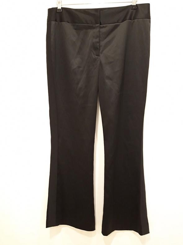 czarne świecące spodnie 44 lampas