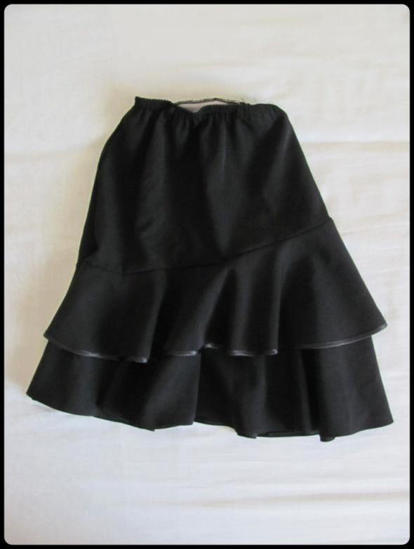 Czarna spódnica z falbanami dla dziewczynki 146