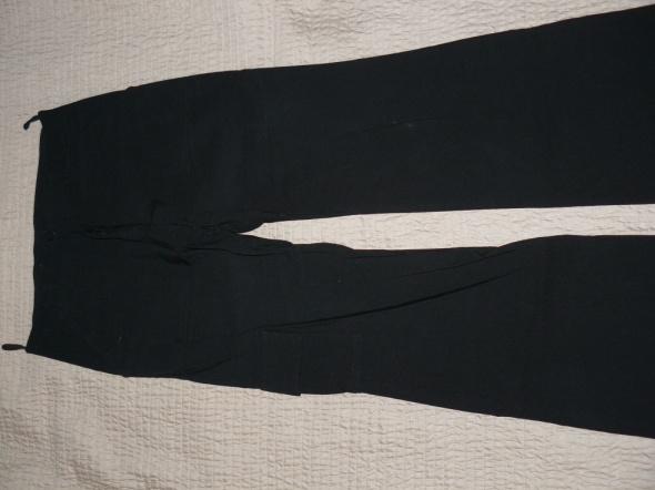 Czarne spodnie 38
