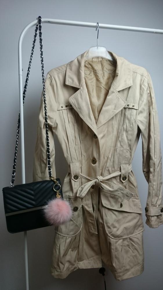 Beżowy trencz płaszcz must have