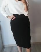 Czarna ołówkowa spódnica...