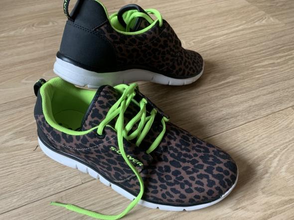 Buty sportowe w łatki