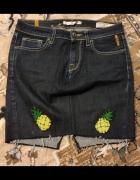 Spódniczka ołówkowa mini ciemno jeansowa z ananasami rozm 36 S...