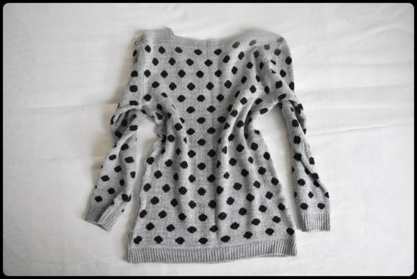 Szary WEŁNIANY sweter w czarne kropki 38 M