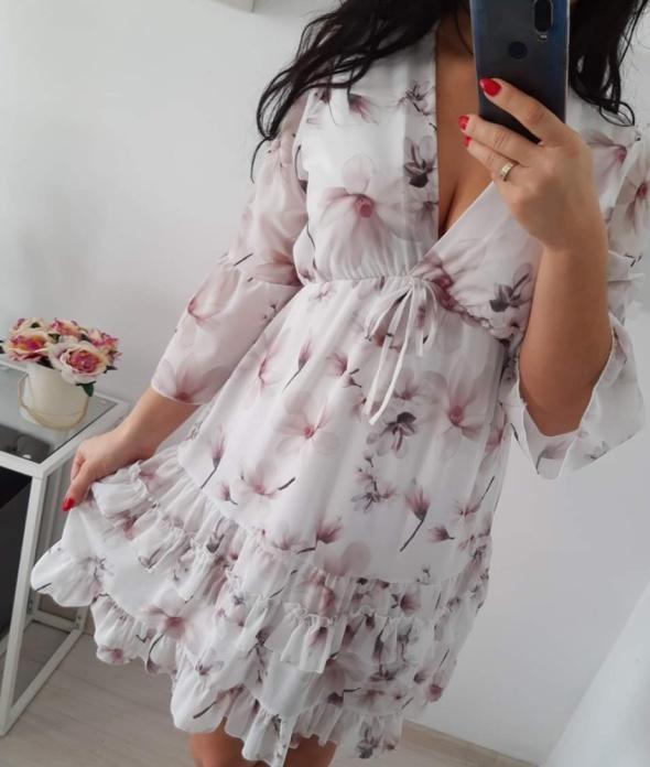 Biała sukienka w kwiaty dekolt piękna s m