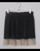 czarna spódnica z koronką...
