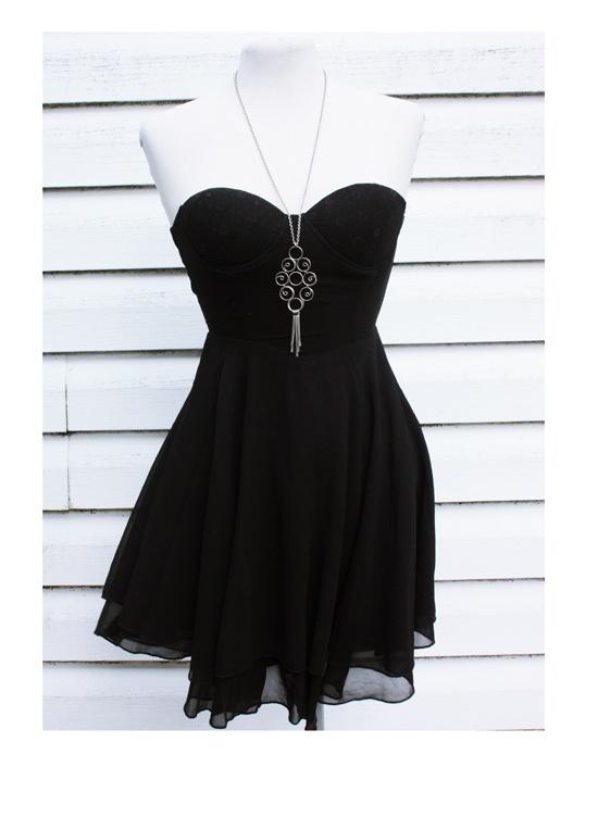 Czarna sukienka gorsetowa...