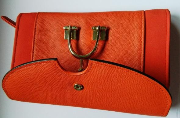 Duży pomarańczowy portfel damski