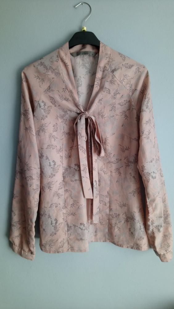 Elegancka bluzka z wiązaniem...