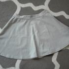 Rozkloszowana szara spódnica