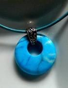 Niebieski agat szalony wisiorek z dziurką...