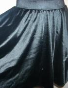 spódnica czarna rozkloszowana XS na S...