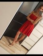 Sukienka mini czerwona odkryte ramiona rozmiar SM...