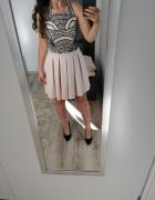 Beżowa sukienka z koralikami...