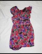 Sukienka w kwiatki z falbaną TopShop...