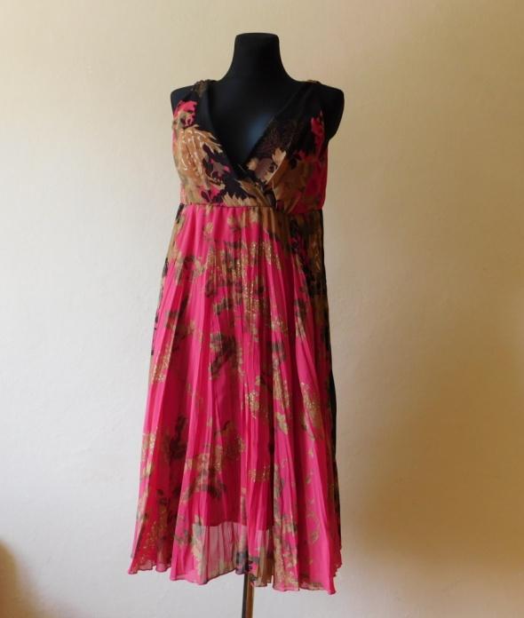 Suknie i sukienki Vero Moda kolorowa sukienka midi rozkloszowana 38