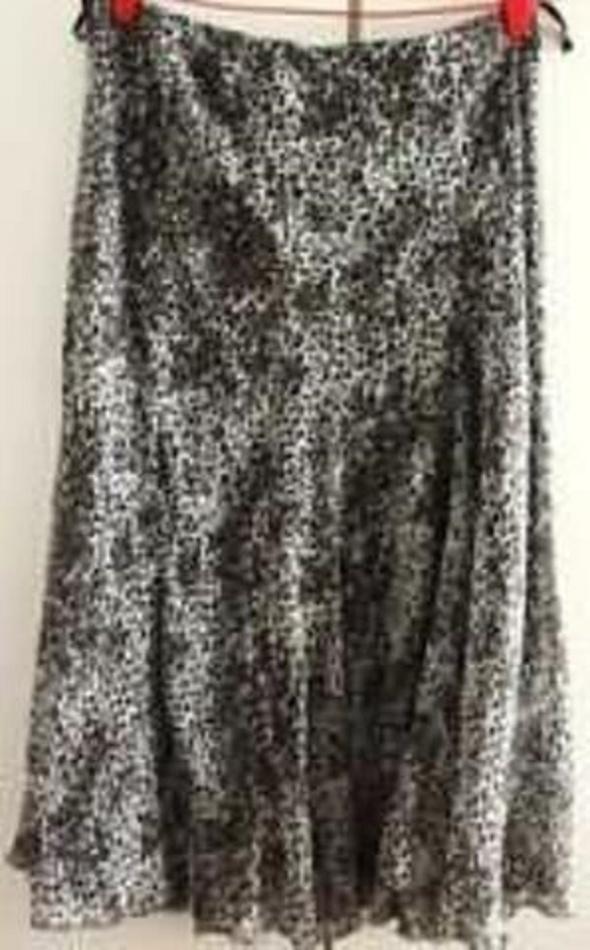Spódnice Fajna i elegancka spódnica z dołem kloszowanym
