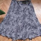 Fajna i elegancka spódnica z dołem kloszowanym