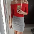 Czerwona bluzka ramiona