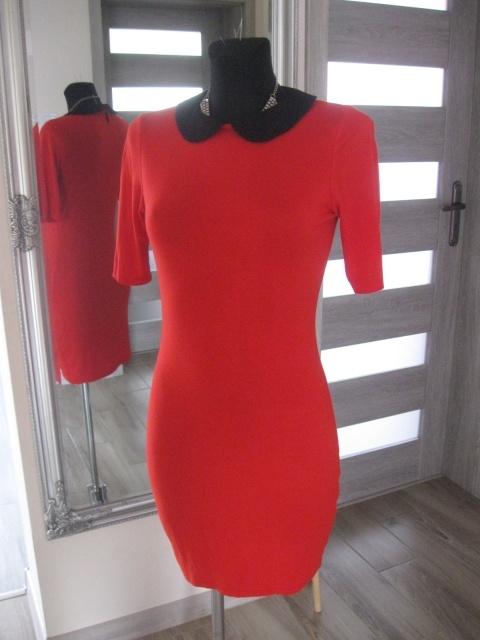 sukienka czerwona obcisła kołnierzyk