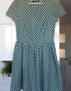 Atmosphere sukienka zielona rozkloszowana wzory retro...