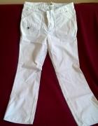 Białe spodnie Banana Republic...