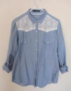 Niebieska koszula z koronką...