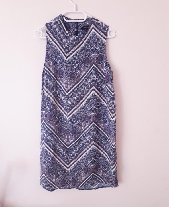 Sukienka we wzory...