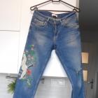 Zara jeansy z haftem haft