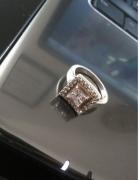 Śliczny srebrny pierścionek...