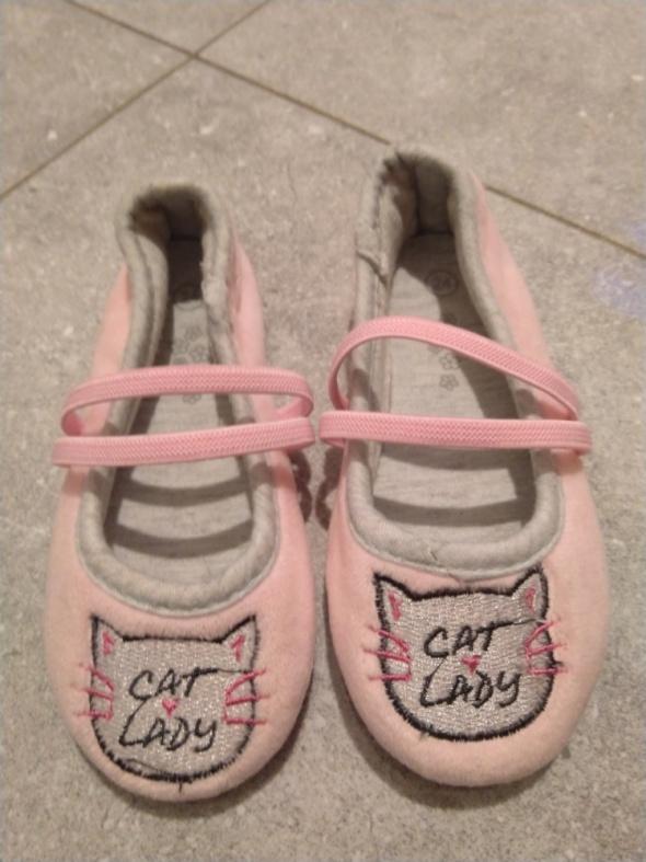 Nowe różowe buciki kapcie z kotkami Pepco 24