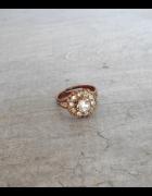 HM złoty pierścionek kryształki...