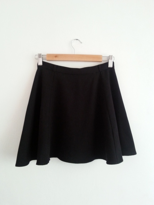 Spódnice Czarna rozkloszowana mini