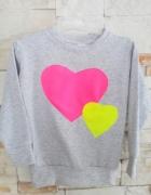 szara bluzka neonowe serca 146
