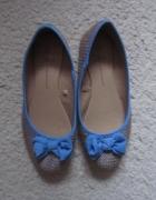 słomkowe balerinki błękitne kokardki