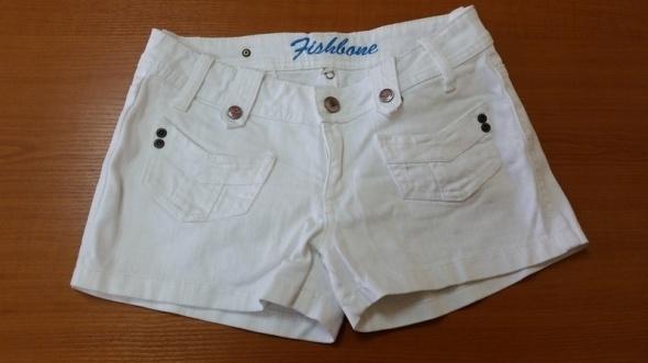 Jeansowe szorty białe...