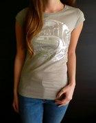 Beżowa koszulka z nadrukiem xs 34 s 36...