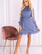 Błękitna sukienka z falnanką stójka...