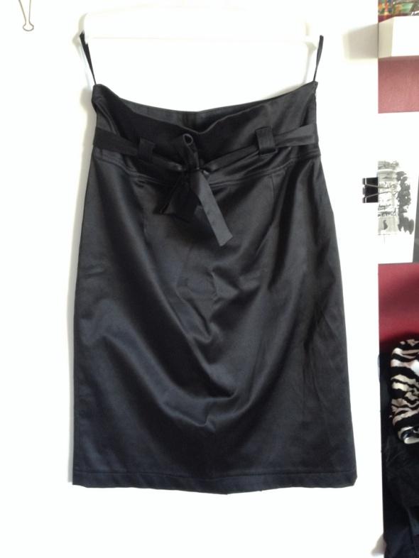 Spódnice Czarna elegancka atłasowa spódniczka rozm 40
