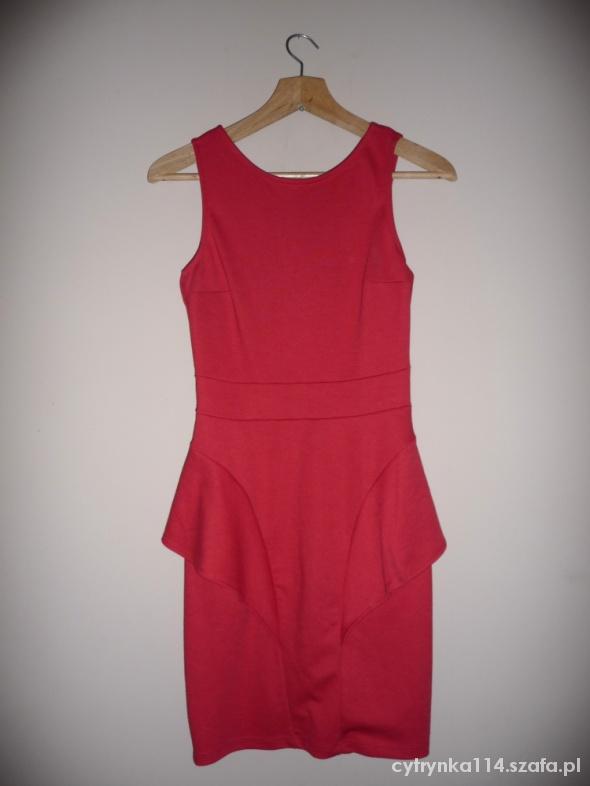 Suknie i sukienki STRADIVARIUS Z BASKINKĄ