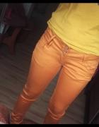 Musztardwoe spodnie rurki...