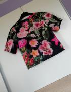 Krótka bluzka w kwiaty Mohito
