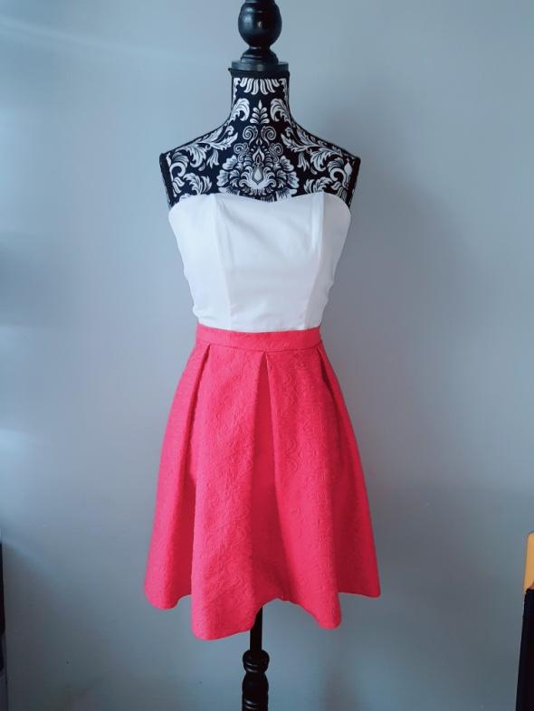 Biało różowa rozkloszowana sukienka xs
