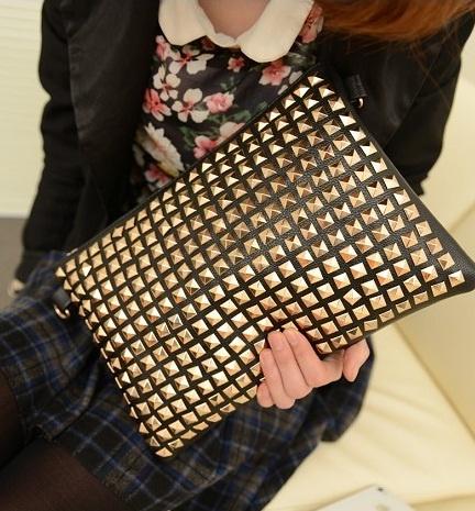 Świetna torebka czarna złote ćwieki