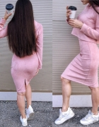 Śliczny różowy komplet bluza i spódnica ołówek...