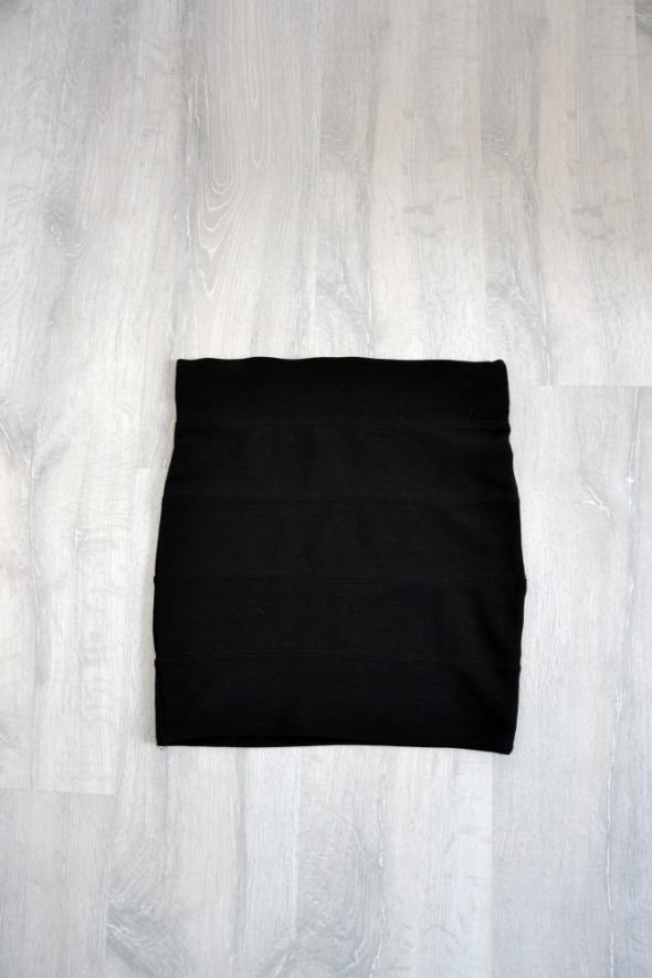 Czarna spódniczka dopasowana prążkowana Tally Weijl