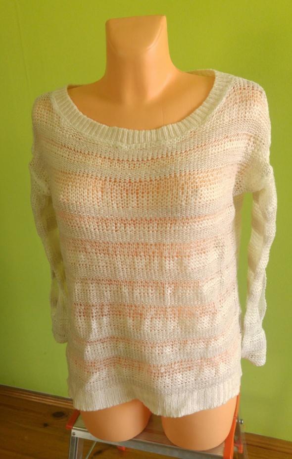 Swetr sweterek biały...