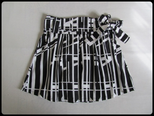 Spódnice Spódnica AMISU 40 L rozkloszowana czarno biała